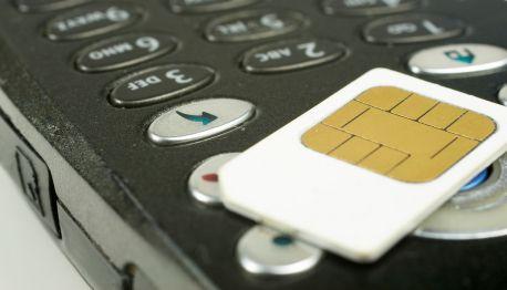 Per-Handy-im-Ausland-ins-Internet-mit-Vertrag-oder-Prepaid-Karte-Guenstige-Anbieter-200.jpg