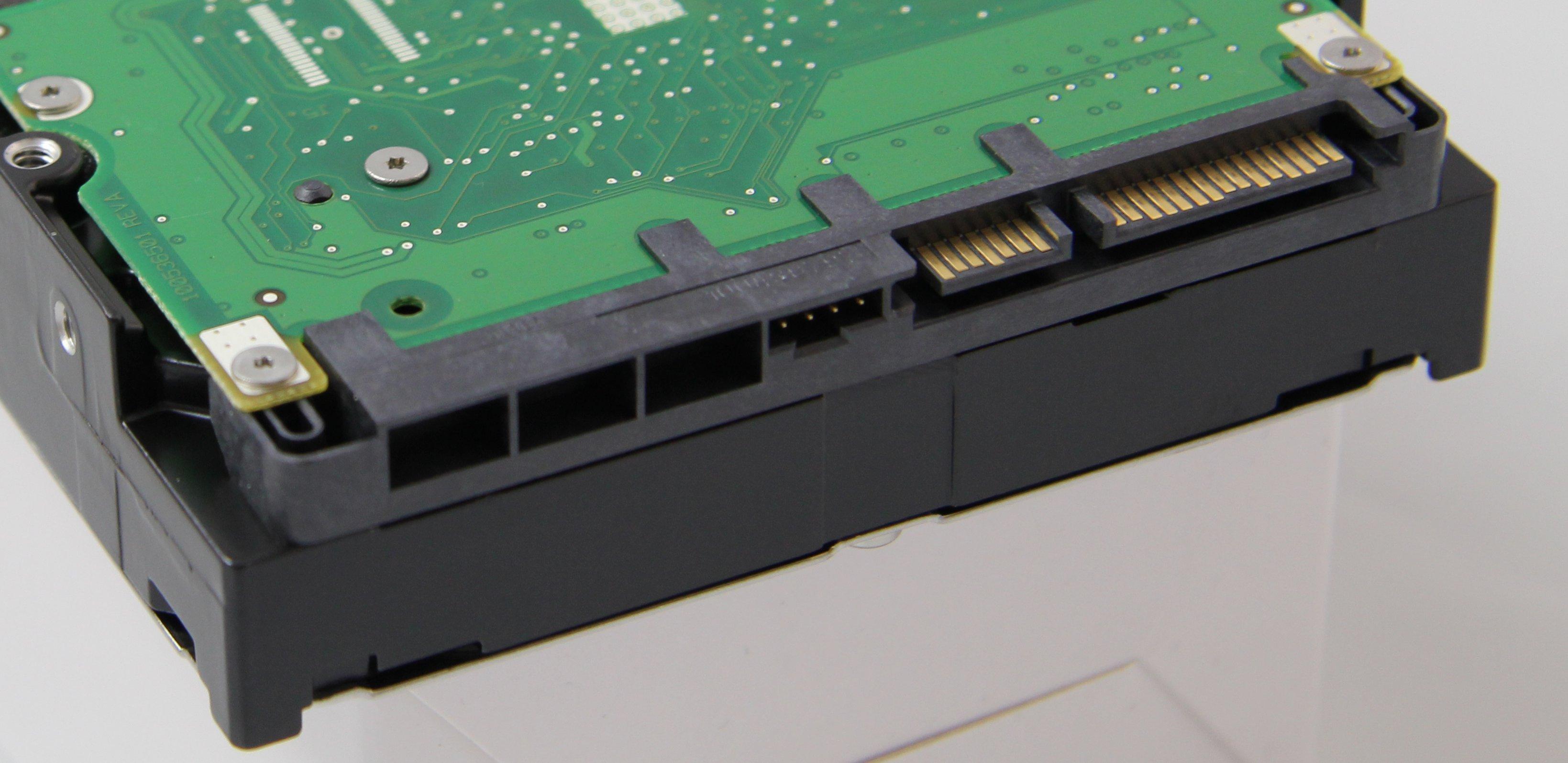 festplatte-sata-anschluss-470.jpg
