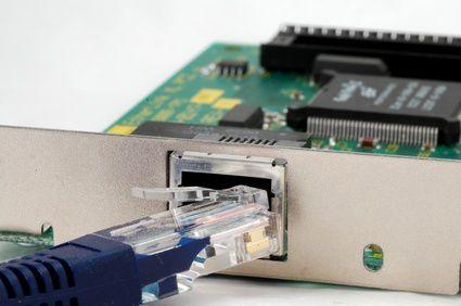 04-Notebook-als-Home-Server-einsetzen-die-besten-tipps-per-kabel-anschliessen-200.jpg?nocache=1320844523666