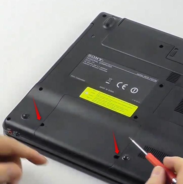 02-SSD-in-ein-Notebook-einbauen-deckel-abnehmen-470.png?nocache=1336043156608