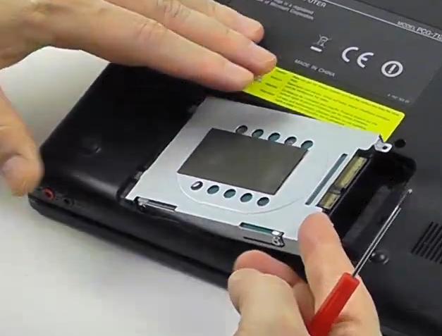 03-SSD-in-ein-Notebook-einbauen-rahmen-herausnehmen-470.png?nocache=1336043168935