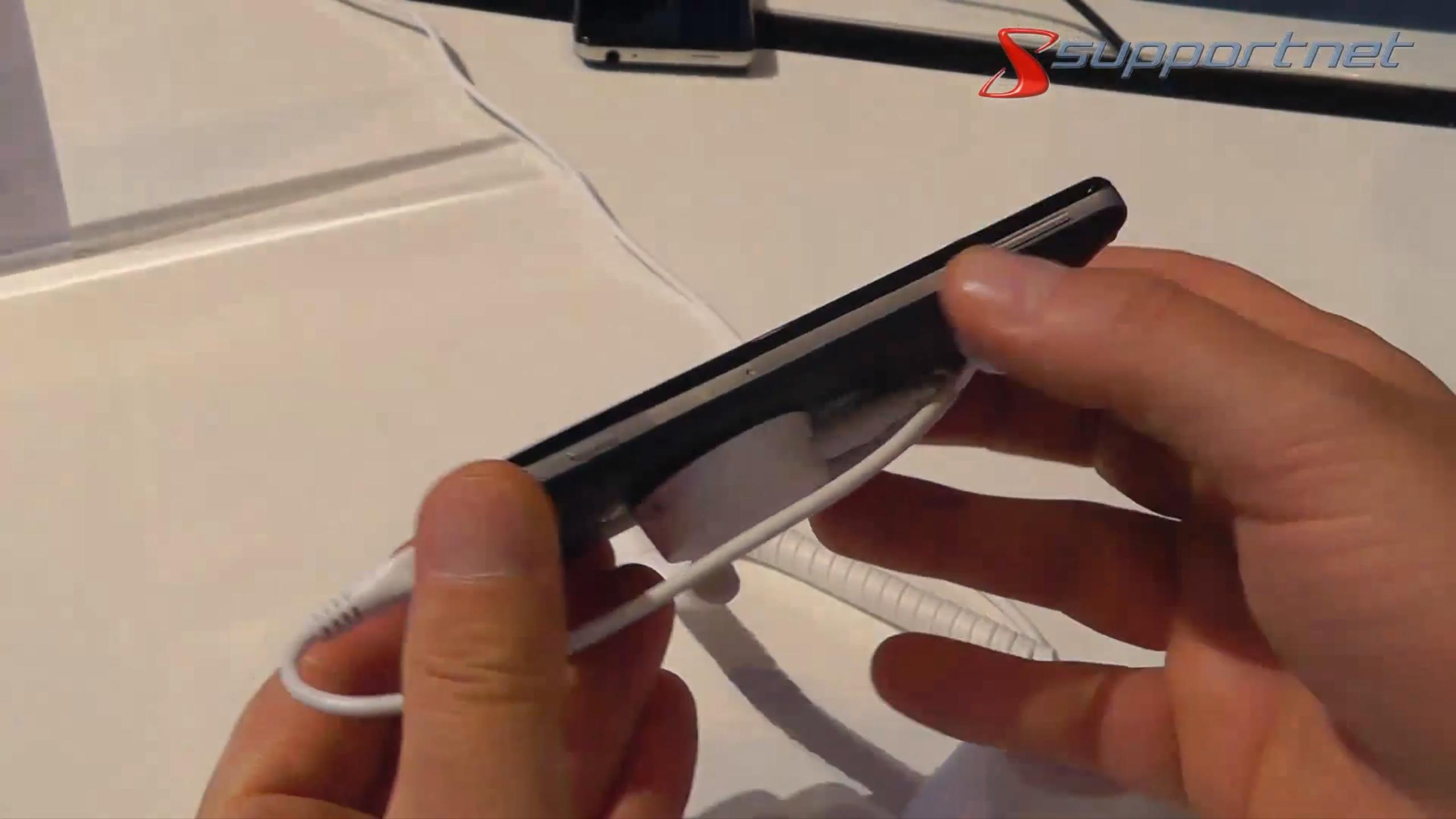 02-smartphone-megafone-mint-intel-chip-470.png?nocache=1348647153603